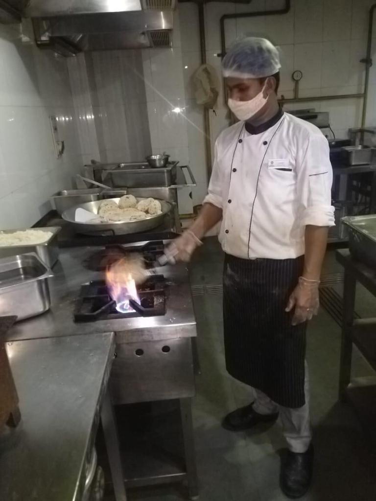 Viraj COVID Food drive for COVID Patients (8)